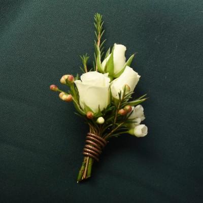 Boutonnière de roses