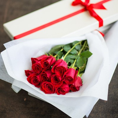 12 red roses in a box